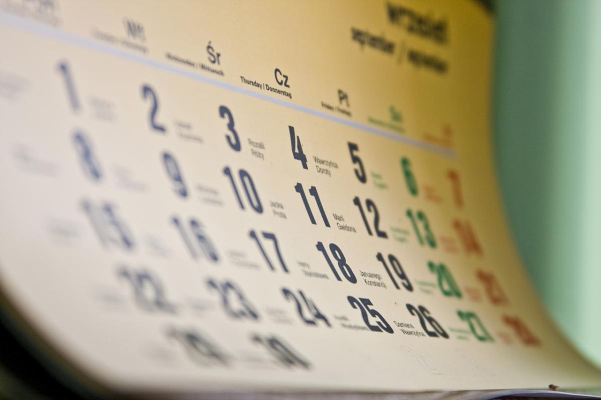 Лунный календарь для стрижки и окраски волос на апрель 2017
