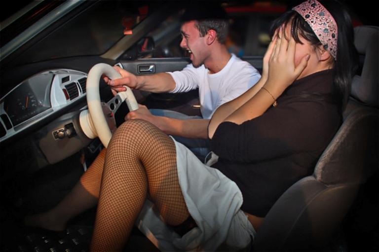 русский секс с в авто мацает свои сиськи