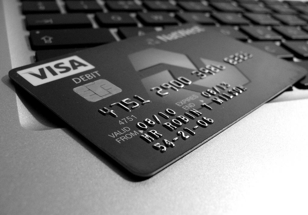 оплатить через банковскую карту на телефоне