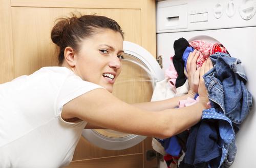 Как можно оттереть краску с одежды в домашних условиях