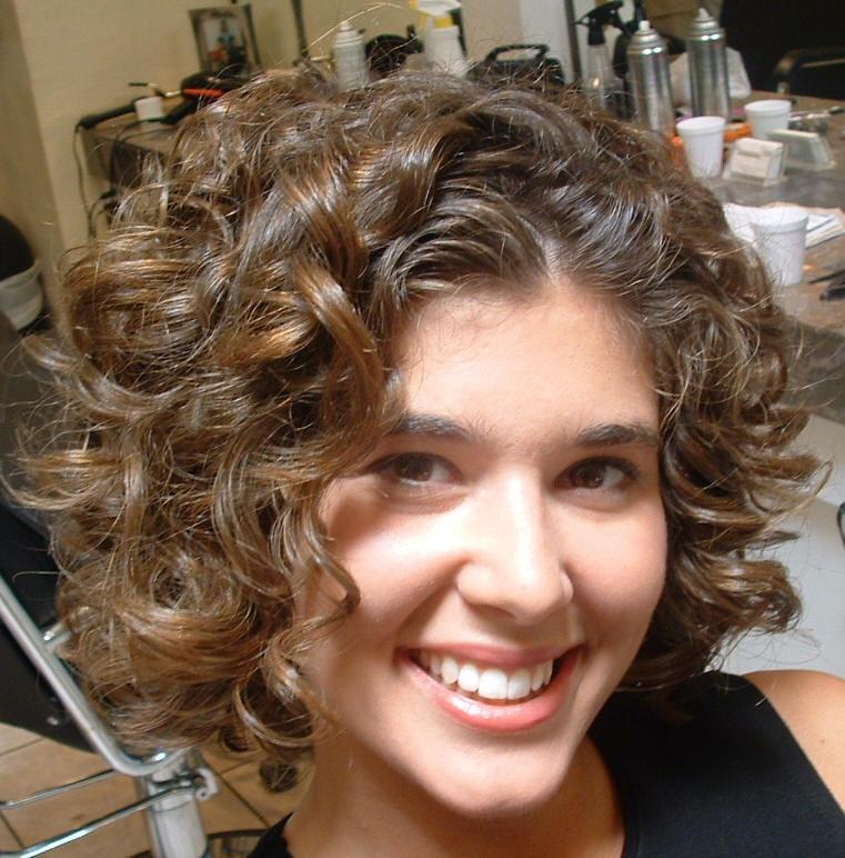 На короткие волосы прическа с химией