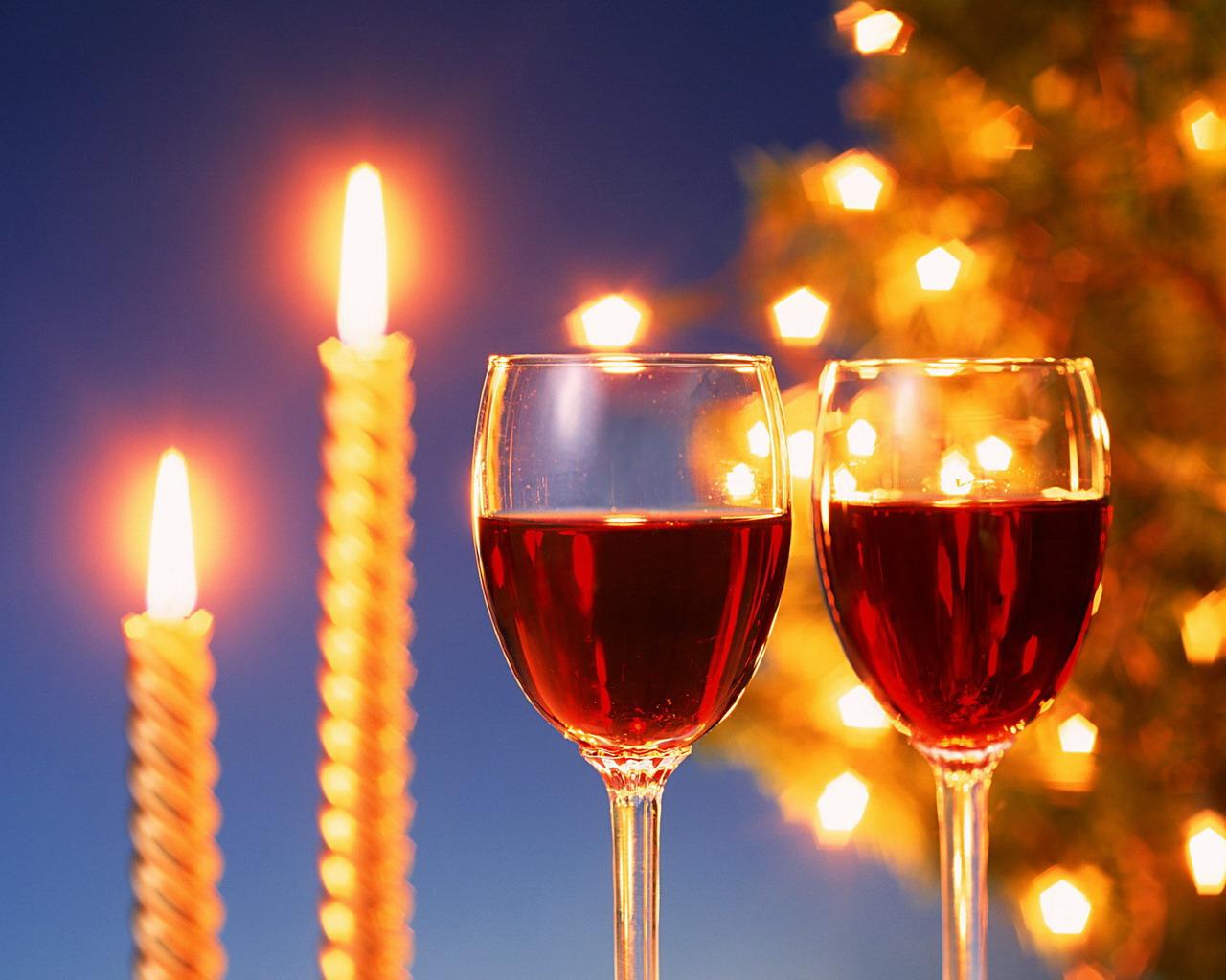 означает новогодние поздравления за столом кастрюлю