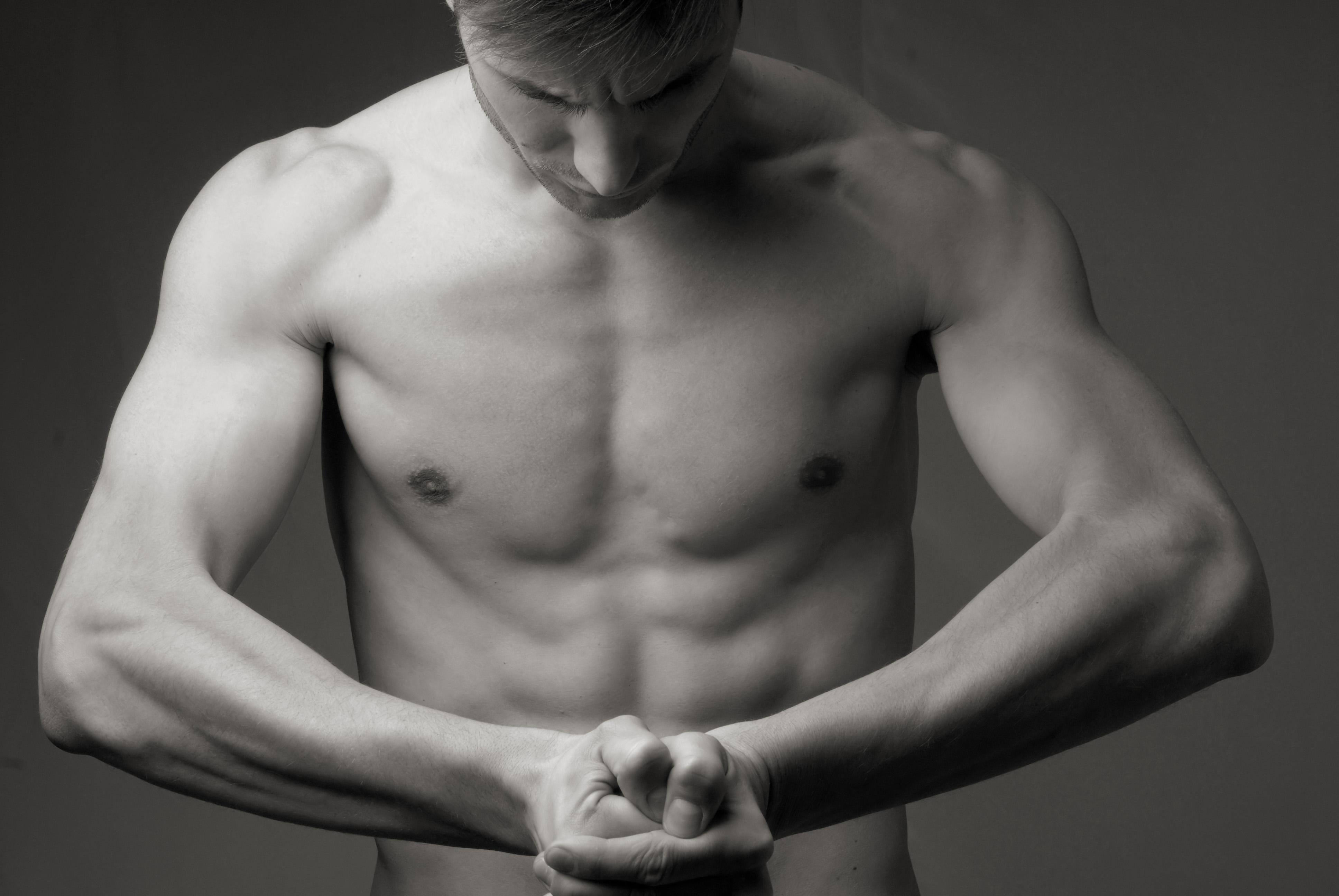 как убрать жир с груди мужчине