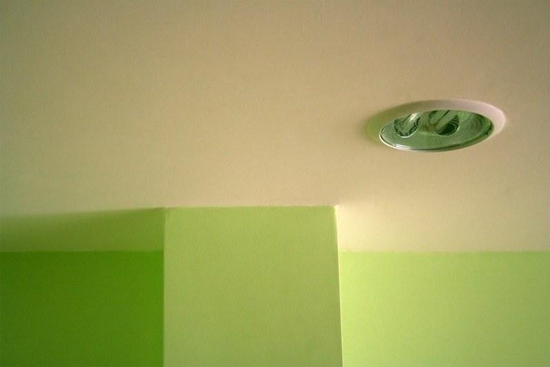 Потолки водоэмульсионной краской своими руками