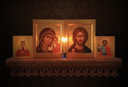 В каком углу вешают иконы, бесплатные ...: pictures11.ru/v-kakom-uglu-veshayut-ikony.html