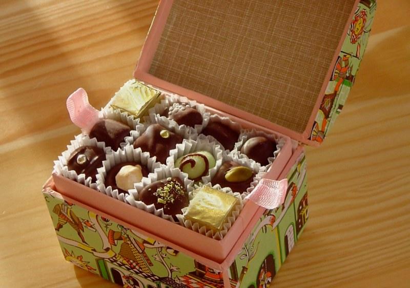 Можно ли подарить коробку конфет
