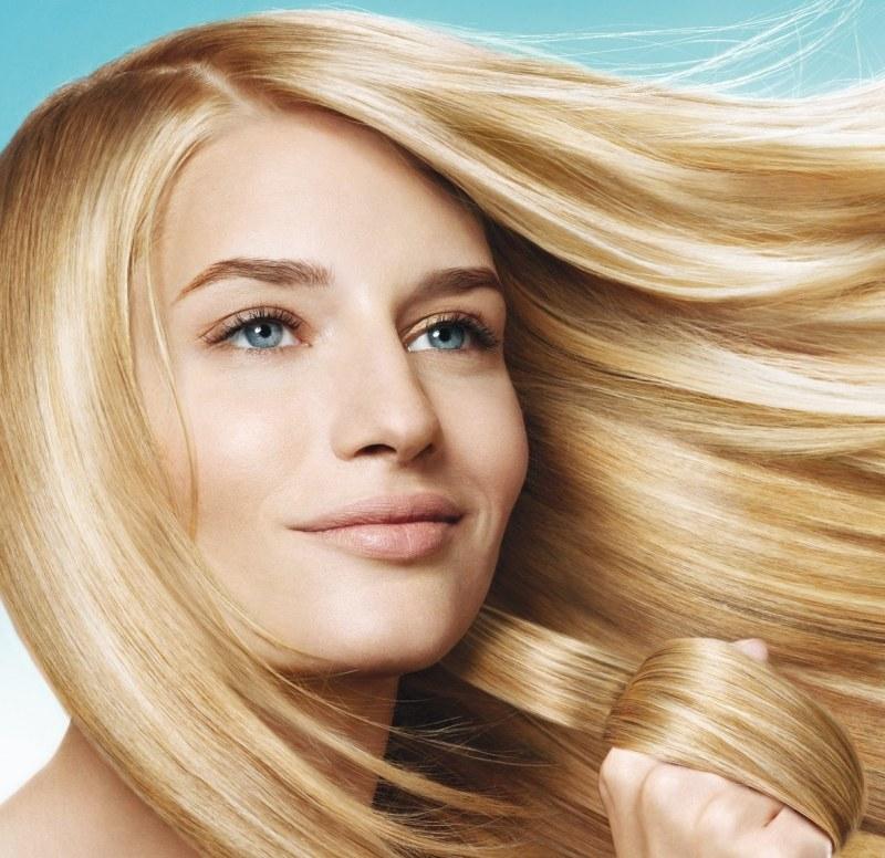 «применяйте шампунь и кондиционер с цветными сине-фиолетовыми пигментами через каждые процедуры мытья волос.