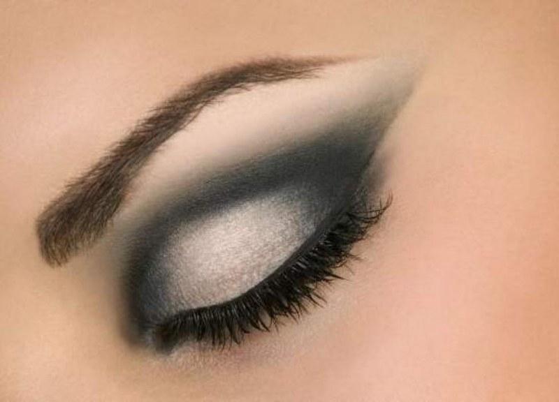 Как правильно наносить правильный макияж