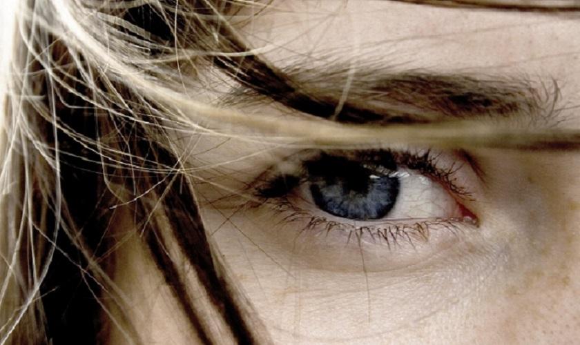 красный белок глаза что делать