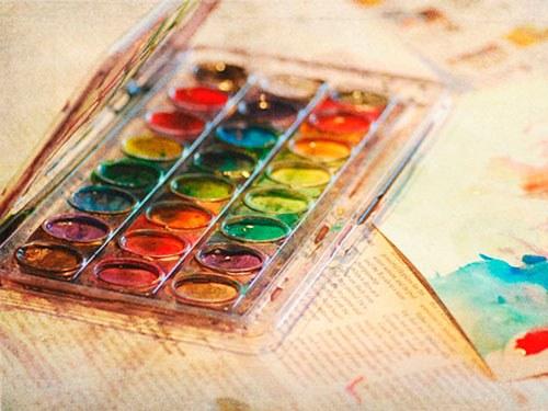 Краски на палитре рисунок
