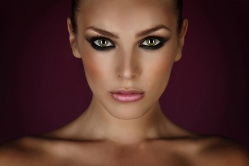 Зрительно увеличиваем разрез глаз