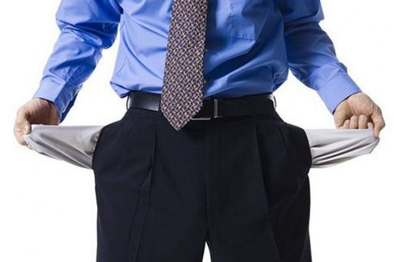 почему парня руки в карманах
