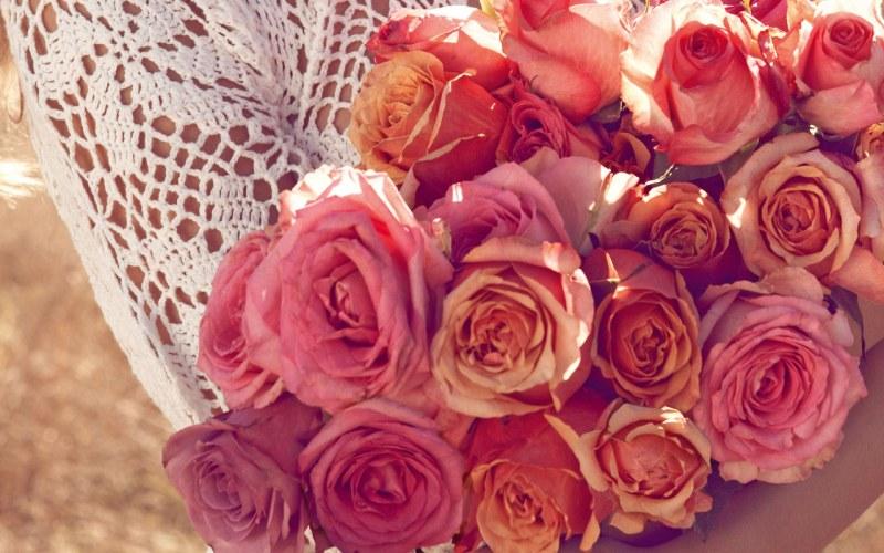 Цветы на подарок значение