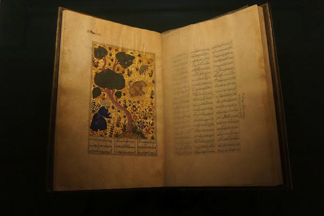 Экземпляр оригинальной книги, хранящийся в музее принца Уэльского