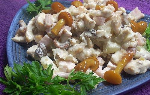 Салат с маринованными опятами и филе