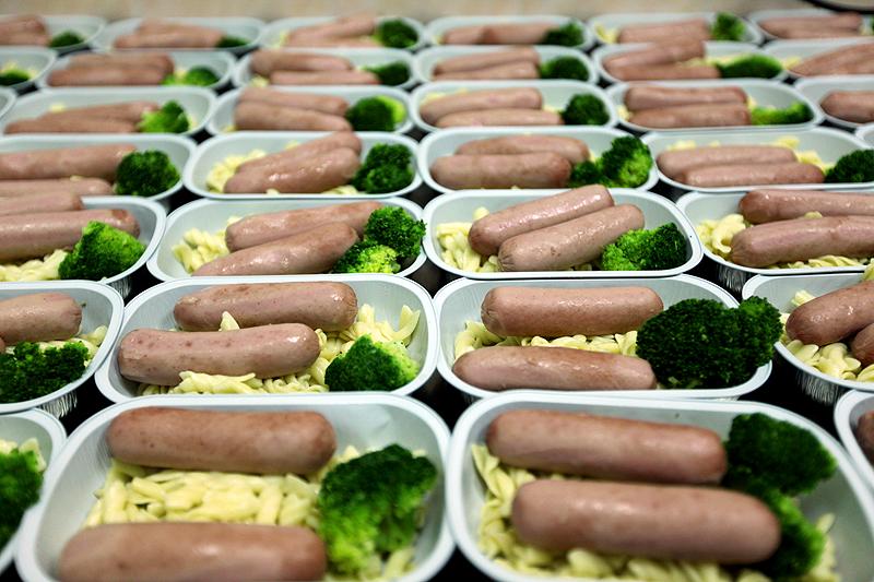 Еду в самолете подают в касалетках