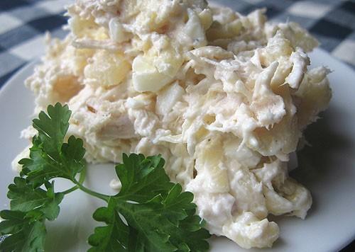 Салат с куриной грудкой копченой