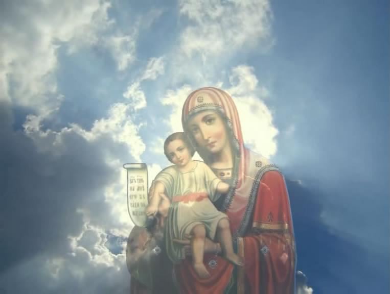 Богородица в небесах фото