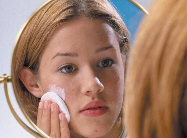 какой крем от аллергии на лице