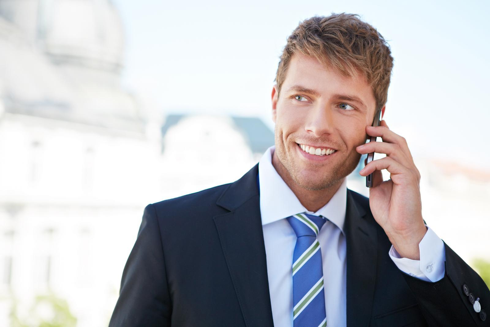бизнесмен с телефоном картинка для очищения