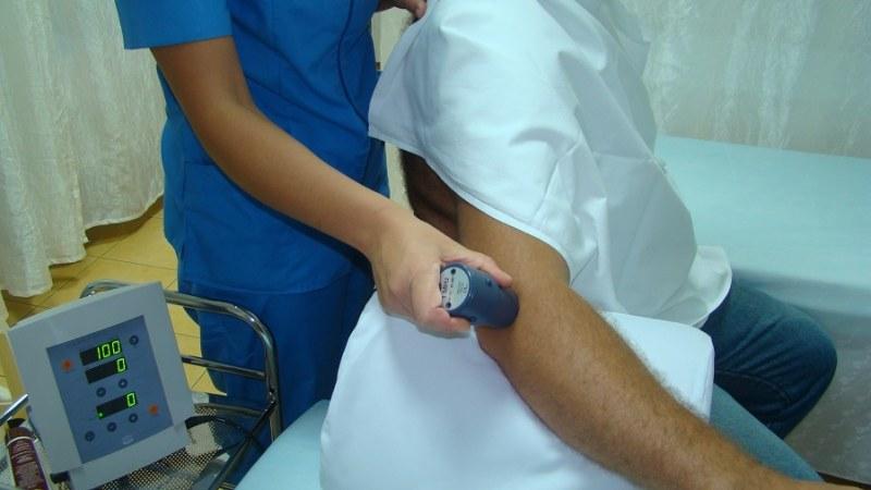 Из за чего болит спина в области поясницы у мужчин чем лечить