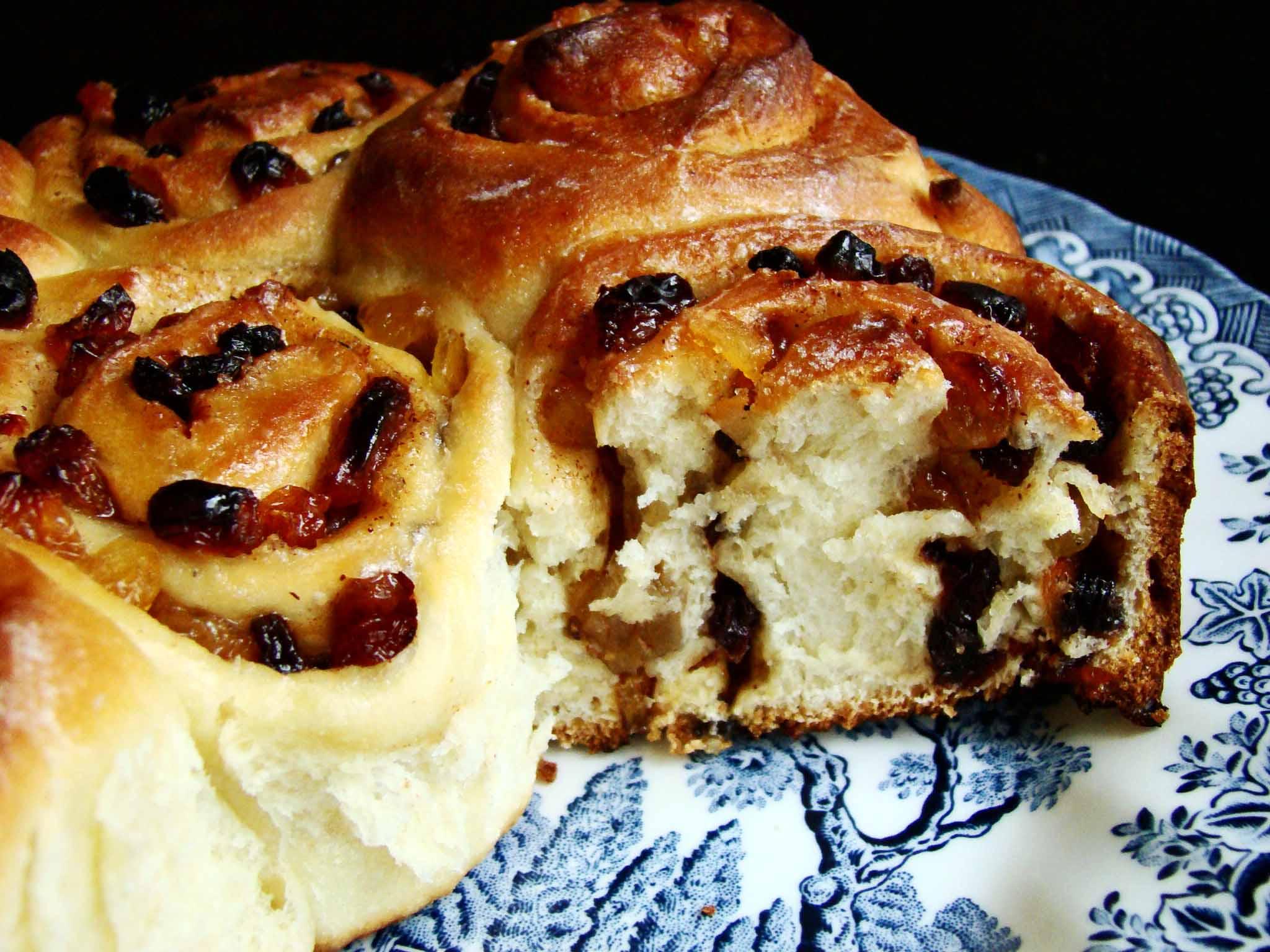 Печем английские сдобные булочки челси