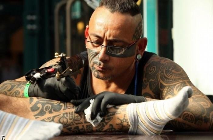 Играть в татуировки