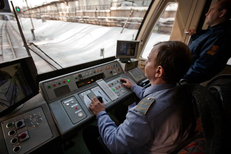 работа водителем грузового автомобиля в москве на автомобиле работодателя
