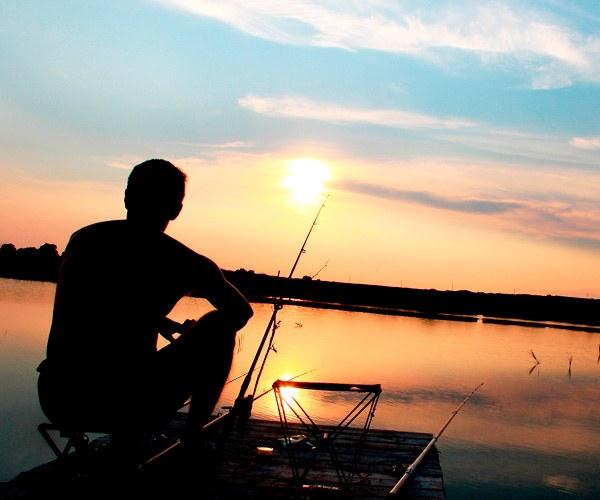 в какую погоду ловить рыбу летом