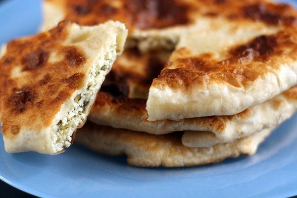 Как приготовить пирог с курагой,грецким орехом, творогом и сливочно-мучной крошкой