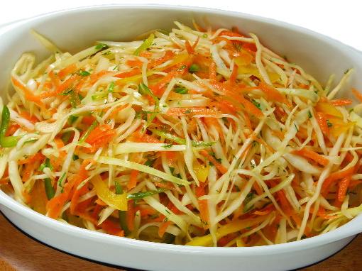 Салат витаминный с яблоком
