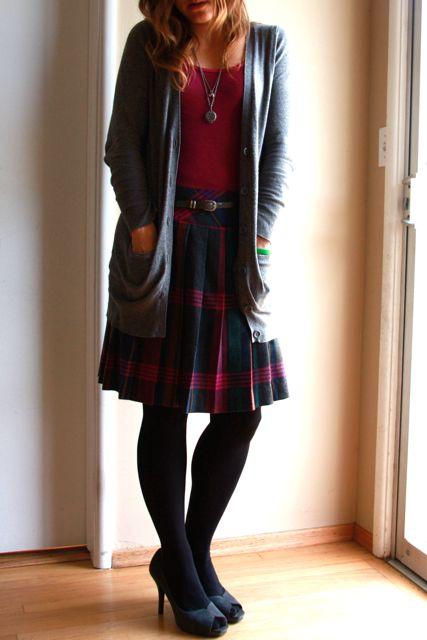 Сочетание цветов одежды и обуви с юбкой шотландкой