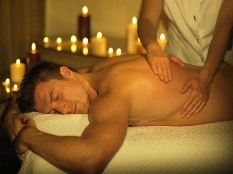 массажистка делает массаж на член видео