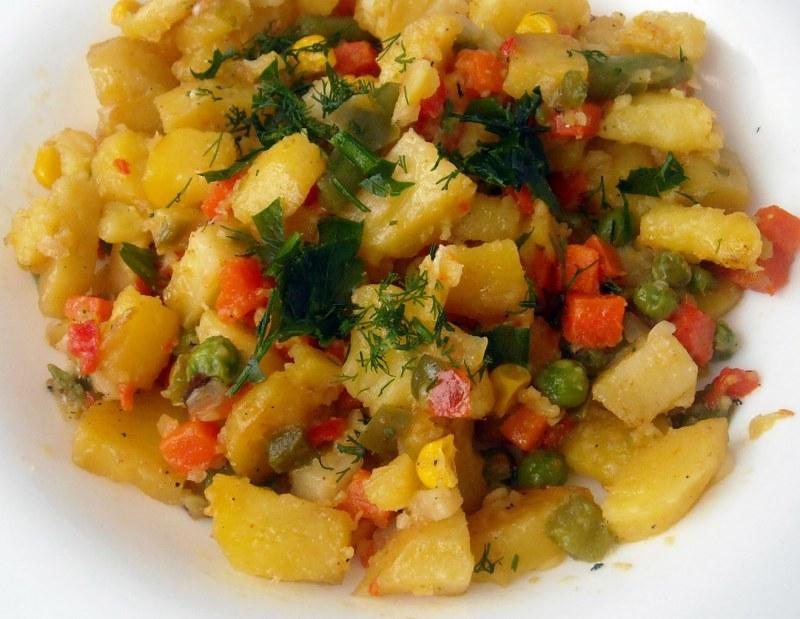 Тушеный кролик с картофелем - кулинарный рецепт