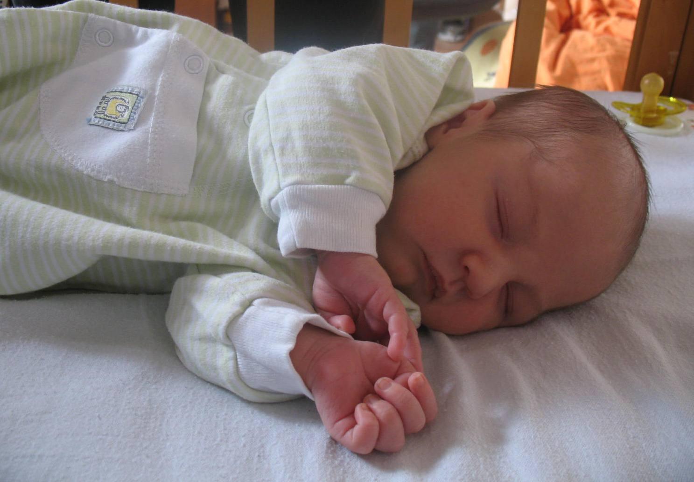 Как должен спать новорожденный ребенок, как правильно его 70