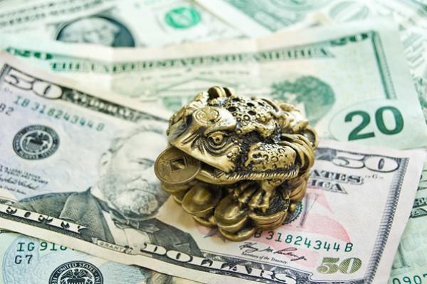 Трехлапая жаба с монеткой во рту активизирует приток денег