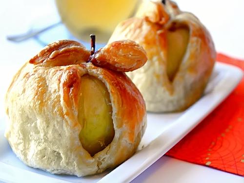 Рулетики из слоеного теста с яблоками рецепт