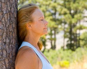 Чтобы успокоиться, нужно прислониться к дереву спиной