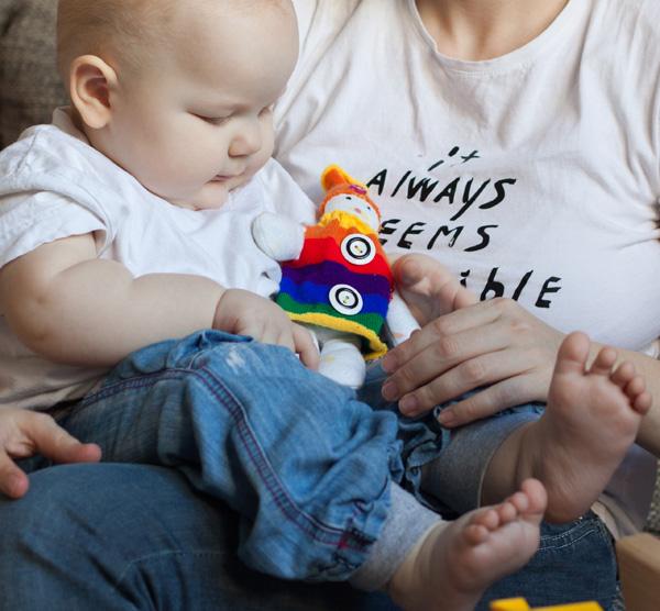 Самодельная игрушка - кукла из носков