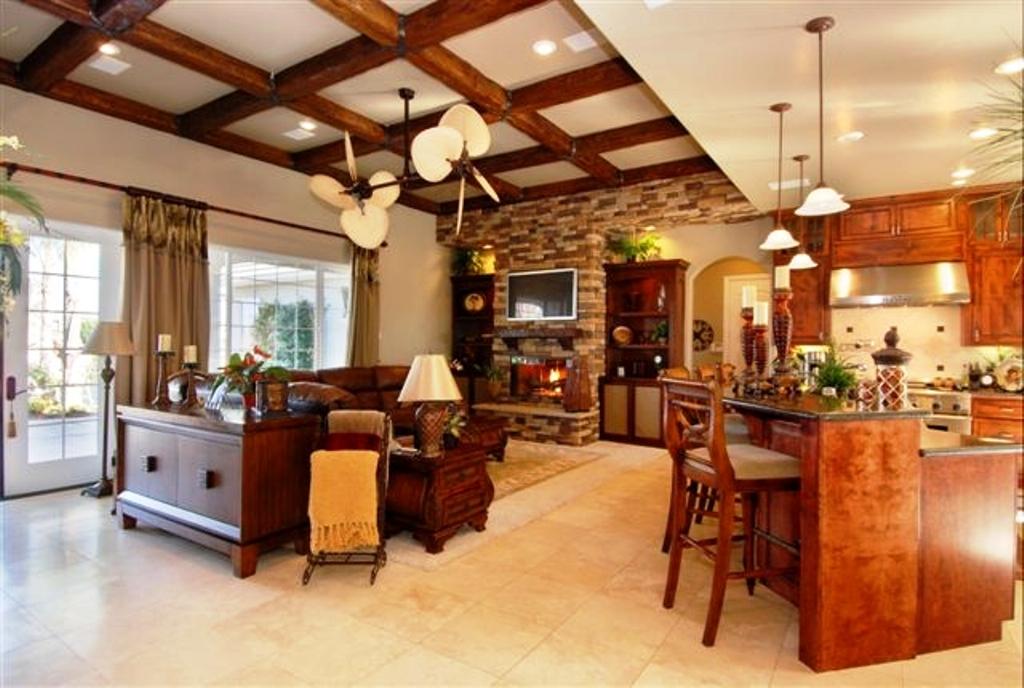Дизайн дома с балками