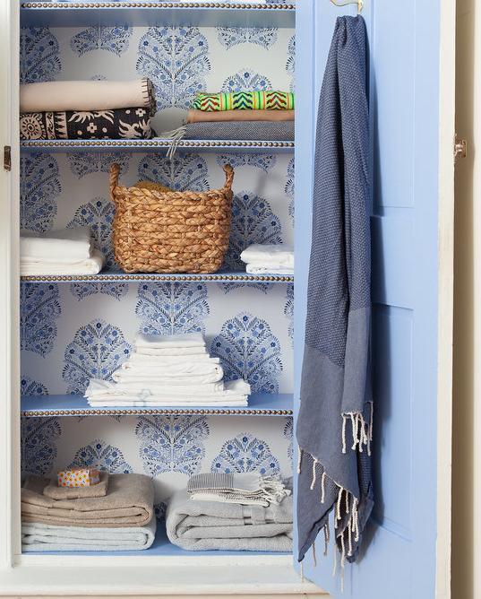 Как обыкновенный шкаф сделать винтажным своими руками?