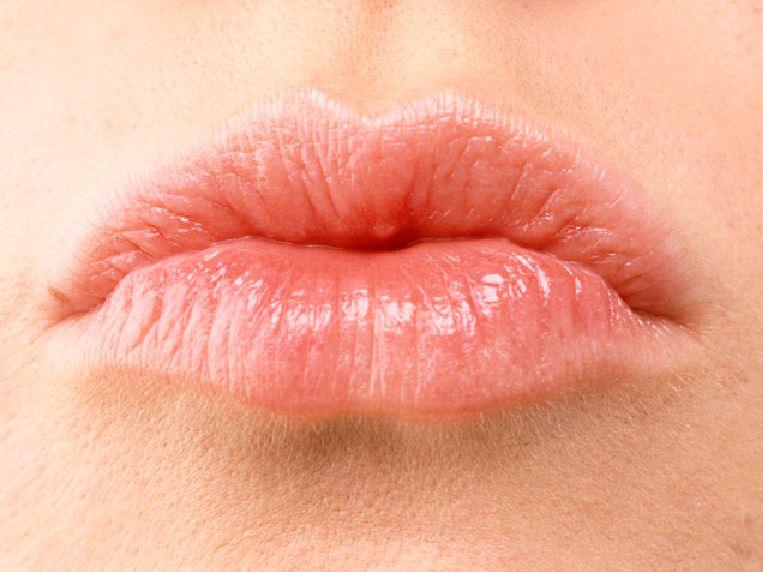 Как защитить губы