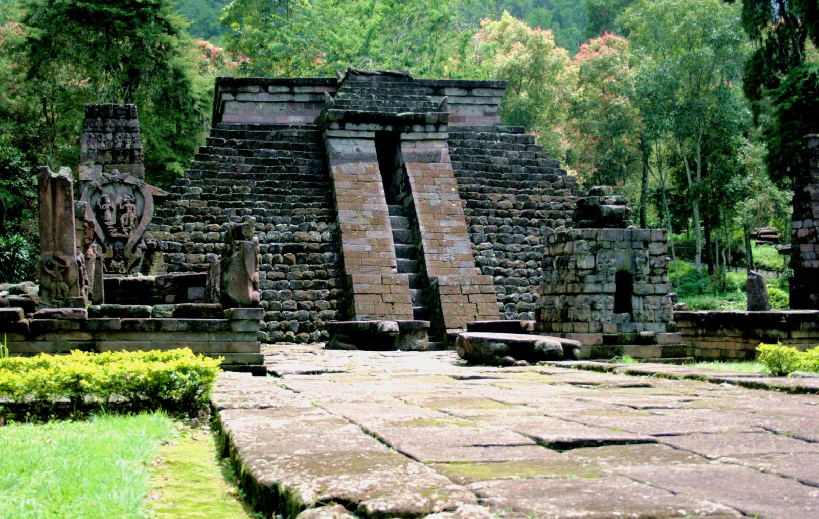 Храмовый комплекс Чанди Сукух