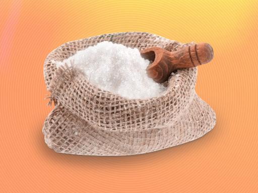 Убрать масляное пятно солью