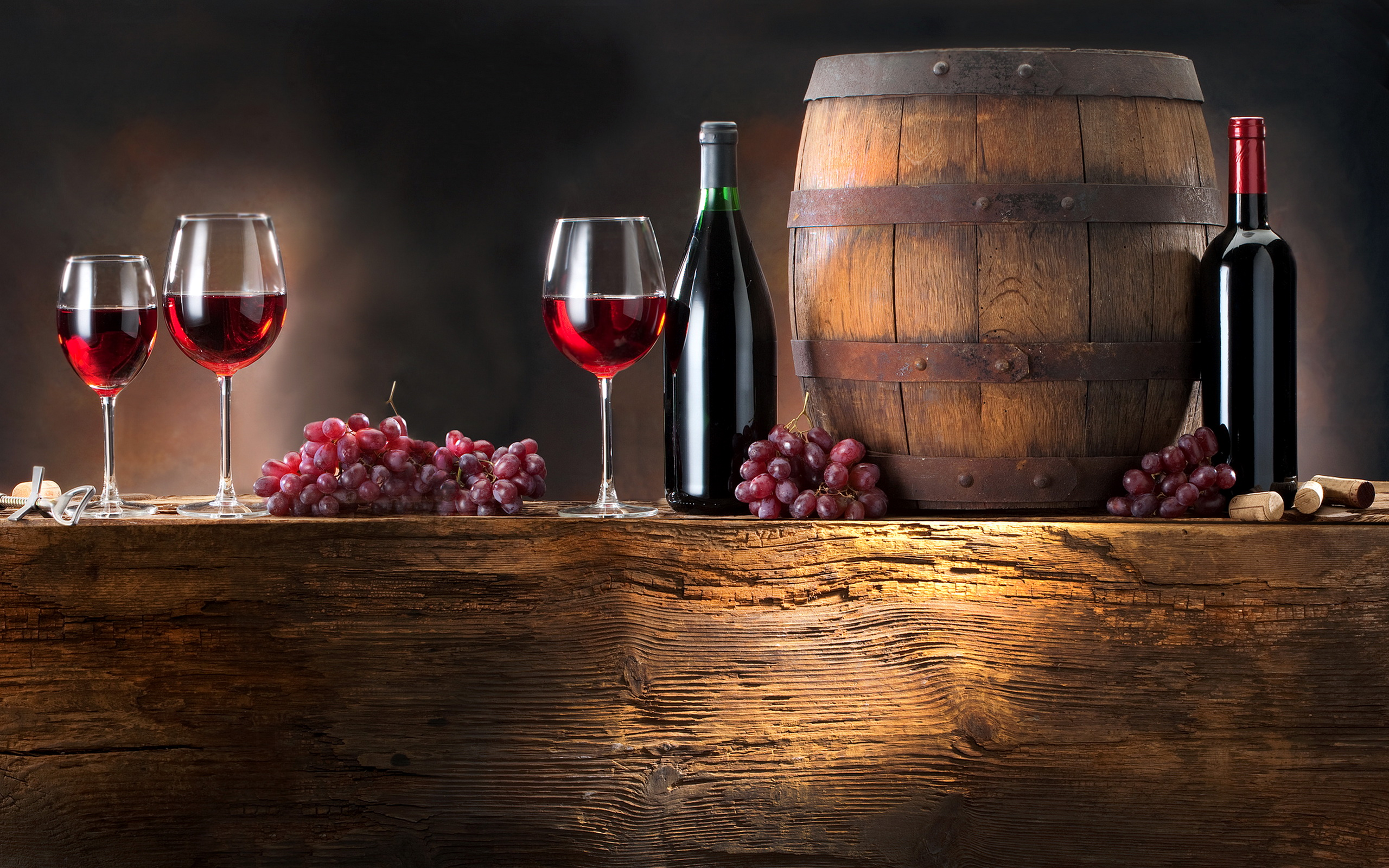 Дубовая бочка для вина, вино в бочках