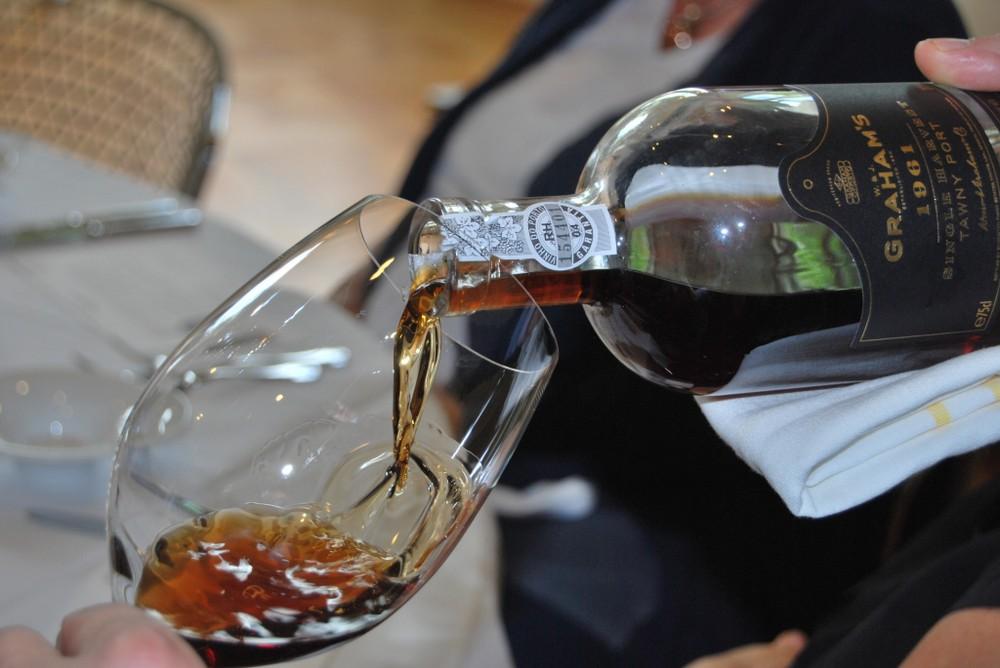 #портвейн - крепкое вино