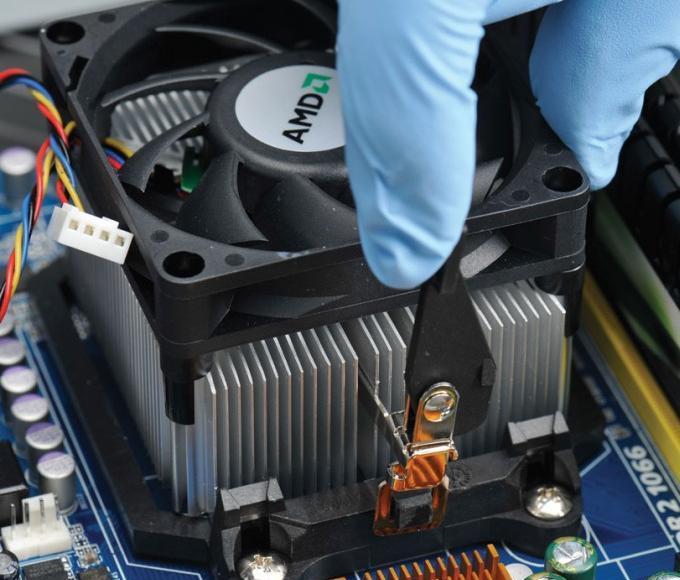 Как сменить термопасту на процессоре компьютера?
