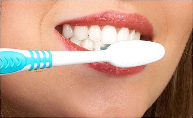 как уменьшить запах изо рта по утрам