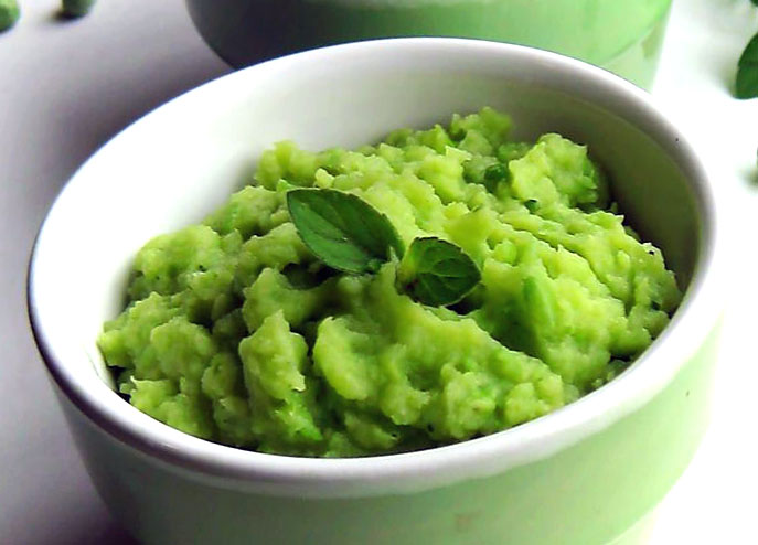 Зеленое пюре из картофеля с горошком