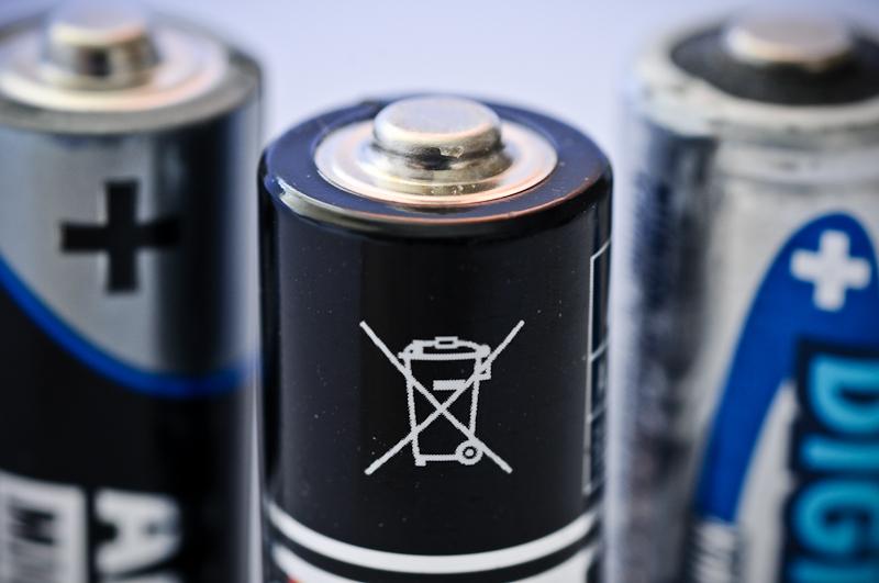 Использованные батарейки нельзя выбрасывать